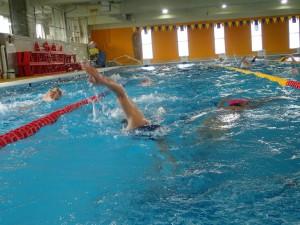 今日はスピードを上げて泳ぐメニューが多めでした