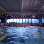 プールは4コース貸切で悠々と泳げますよ!