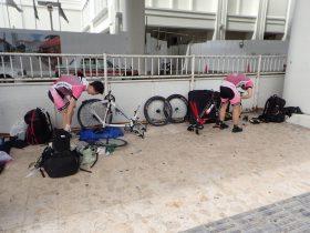 2月16日(金) キャンプ1日目  11時 那覇空港集合 空港で自転車を組立