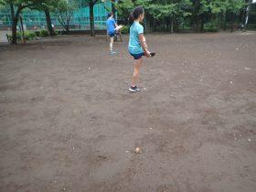 走る前は十分にアクティブストレッチ。特に股関節周りの柔軟性を高めることによって無駄な動きを少なくしスムーズな足運びができるようになります。